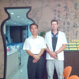 With Dr.Mei in his clinic. 梅翔中醫師的時代中醫診所